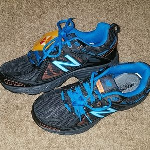Womens slip resistant shoes